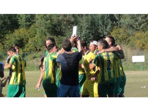 Taça de Gondomar em Futebol entregue ao GD Ribeira