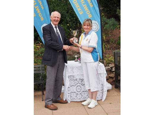 Ladies two wood singles Champion - Debbie Cole
