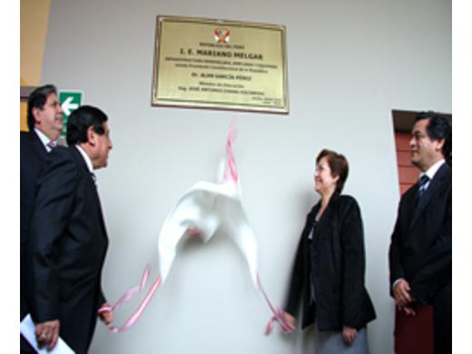 Presidente García inauguró remodeladas instalaciones de colegio Mariano Melgar.