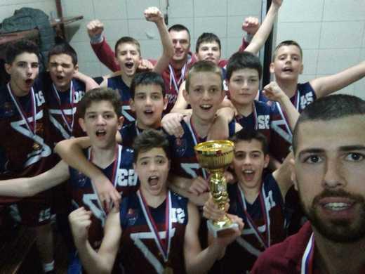 Mlađi pioniri KK Zvornik basket – šampioni, pionirke KK Lavovi vicešampionke