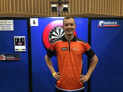 Geert Nentjes pakt DT toernooiwinst en gooit NEGEN-DARTER in Engeland