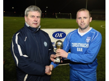 Mayo League Chairman Gerry Sweeney presents the MOTM Award to Philip Devers