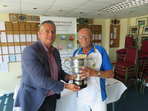 Ian Crook presenting Alan Smith with the men's Singles trophy