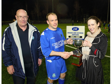 Sharon Kelleher presents the Oliver Kelleher Masters Cup to Roger Clarke,