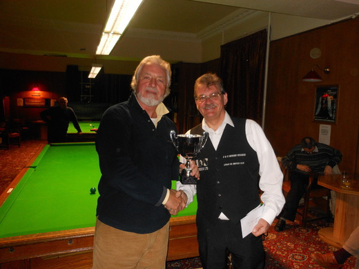 Lindsay Currie receiving the SOS Singles Championship Trophy